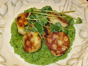 Saffron-Crusted Scallops Over Minted Pea Puree